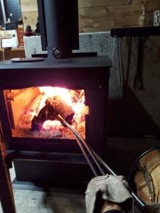 薪ストーブの火ばさみ