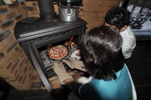 薪ストーブ料理ピザ