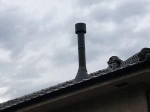 屋根出し薪ストーブ煙突