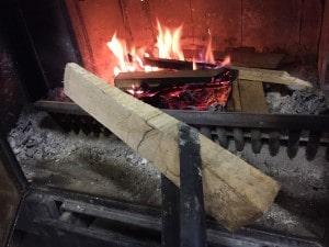 薪ストーブの着火方法
