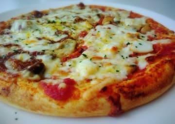 薪ストーブでピザ料理