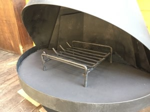 開放式の薪ストーブ