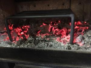 薪ストーブのクッキングスタンド料理