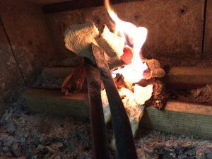 薪ストーブ火の付け方