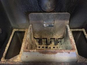 ペレットストーブのポット掃除