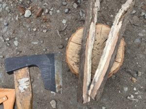 焚き付け用斧の使い方
