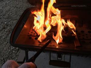 バーベキューコンロの炎